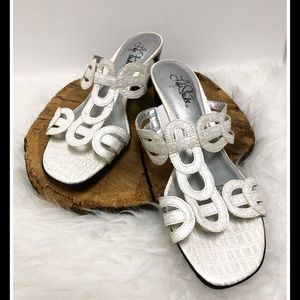 LIFE STRIDE white croco embossed sandals